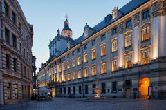Universidad del 'aw de WrocÅ en Polonia en la oscuridad Fotos de archivo