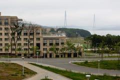 Universidad federal de Extremo Oriente en la isla del ruso foto de archivo