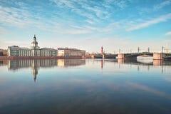 Universidad Quay en St Petersburg foto de archivo libre de regalías