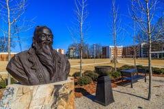 Universidade castanha-aloirada Montgomery Confucius Head e estátua do ombro Fotografia de Stock Royalty Free