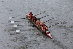 A universidade de Alabama compete na cabeça do campeonato Eights de Charles Regatta Women Imagem de Stock Royalty Free