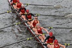 A universidade de Alabama compete na cabeça do campeonato Eights de Charles Regatta Women Imagens de Stock