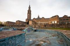 Universidade de Gijon e da piscina abandonada Fotografia de Stock Royalty Free