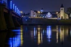 Universidade de Kaunas Vilnius na noite fotos de stock