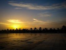 A universidade do por do sol nebuloso mágico de Sharjah, UAE fotos de stock