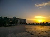 A universidade do por do sol nebuloso mágico de Sharjah, UAE imagem de stock