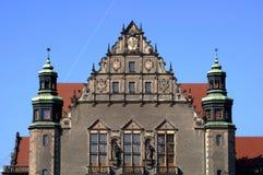 Universidade do salão de conjunto da fachada em PoznaÅ imagens de stock royalty free