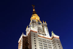 Universidade estadual de Lomonosov Moscou (na noite) Imagem de Stock