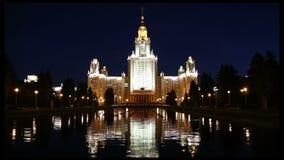 Universidade estadual de Lomonosov Moscou (na noite), construção principal, Rússia video estoque