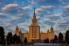 Universidade estadual de Lomonosov Moscou, opinião do nascer do sol Imagem de Stock Royalty Free