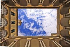 Università di Genova Italia, iarda e cielo immagini stock