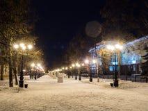 Università medica sulla notte di inverno della via di Lenina - Ufa, Russia, 08 01 2017 Fotografia Stock