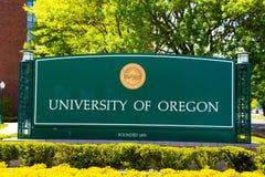 Universität des Oregon-Campus-Eingangs-Zeichens Lizenzfreie Stockbilder