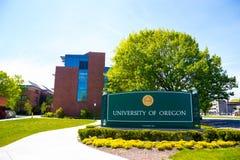 Universität des Oregon-Campus-Eingangs-Zeichens Stockfotos