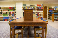 Universitätsbibliothek-Studien-Tabelle Stockfotografie