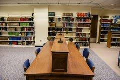 Universitätsbibliothek-Studien-Tabelle von oben Lizenzfreies Stockfoto