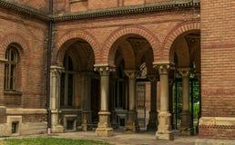 Université antique et église orthodoxe dans la ville de Chernivtsi, Ukraine photographie stock