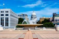 Université de Madison Wisconsin avec le bâtiment de capitol d'état Images stock