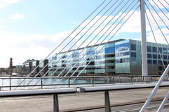 Université de Malmö et pont d'université, Suède Photographie stock libre de droits