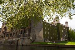 Université de rue John. Cambridge. LE R-U. Photos stock