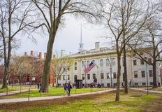 Université Hall et John Harvard Statue à l'Université d'Harvard Images stock