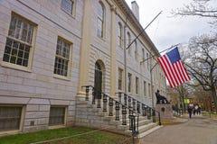 Université Hall et monument de Harvard à l'Université d'Harvard du Ca Photographie stock libre de droits