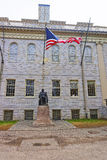 Université Hall et statue de Harvard à l'Université d'Harvard de Camb Images libres de droits