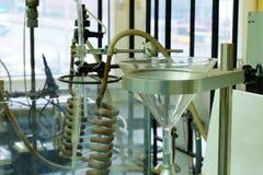 Université technique Un fragment d'un laboratoire chimique rempli de dispositifs photo libre de droits