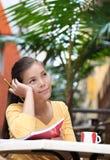 Universitaire student bij koffie Stock Foto's