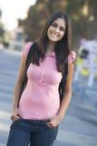 Universitaire student die rugzak draagt Royalty-vrije Stock Afbeelding