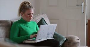 Universitaire Student Studying From Home stock videobeelden