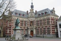 Universitaire Zaal van de Universiteit van Utrecht en standbeeld van Telling Graaf royalty-vrije stock foto's