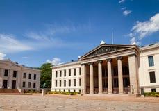 Universiteit van de Faculteit van Oslo van Wetsvoorgevel Centraal Oslo Noorwegen Sca stock foto's