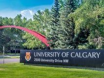 Universiteit van de ingangsteken van Calgary Stock Fotografie
