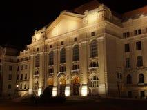 Universiteit van Debrecen bij nacht Royalty-vrije Stock Afbeeldingen