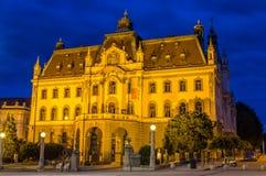 Universiteit van Ljubljana in de avond Stock Foto