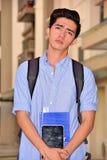 Universiteits Filipijnse Mannelijke Student Wondering stock fotografie