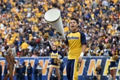 2014 Universiteitsvoetbal - Mannelijke Cheerleader Stock Afbeelding