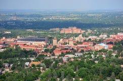 Universitet av den Colorado stenblockuniversitetsområdet på en Sunny Day Royaltyfria Bilder