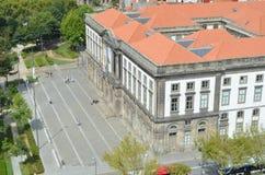 Universitet av Porto den bästa sikten från Clérigos det kyrkliga tornet i Porto, Portugal Royaltyfria Foton