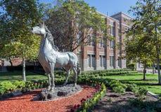 Universitet av statyn för sydliga Kalifornien handelsresandehäst Arkivbild
