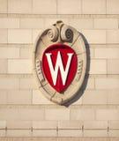 Universitet av Wisconsin Madison School Crest arkivbilder