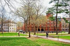 Universitet Hall och Harvard datorsamhälle i den Harvard gården Arkivbilder