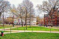 Universitet Hall och Harvard datorsamhälle på den Harvard gården Arkivbilder