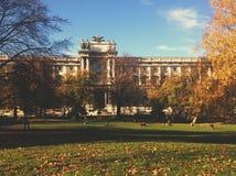 Universitet i Wien, Österrike - lopp i det Europa begreppet royaltyfri foto