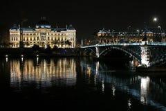 Universitet och bro Royaltyfria Foton