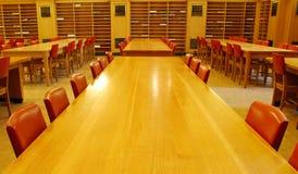 universitetar för korridorarkivstudy royaltyfri bild