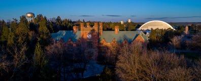 Universitetet av den Idaho skolauniversitetsområdet med vattentornet och sportar gör Royaltyfri Foto