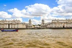 Universitetet av Greenwich och gammal kunglig sjö- collage från flodThemsen, London Arkivfoton