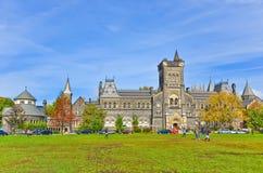 Universitetsområde av det Toronto universitetet i höst Arkivbild